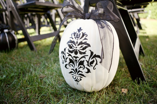 Elegant Halloween Wedding Inspiration in Black, White, and Silver (and a Touch of Quirky) - Wedding Belles Blog