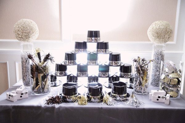 Glittery & Glitzy New Year's Eve Wedding Inspiration - Wedding Belles Blog