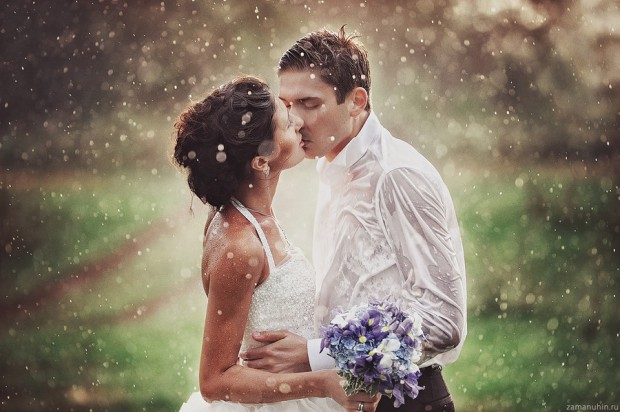 30 Photos of Newlyweds Who Made It Through the Rain via Loverly - Wedding Belles Blog
