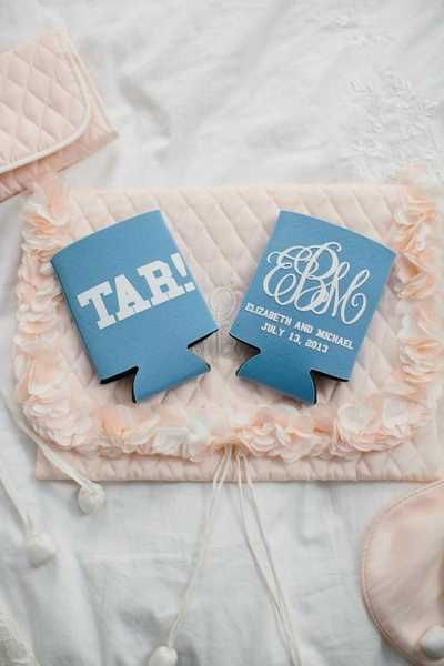UNC-themed koozie wedding favor - Wedding Belles Blog