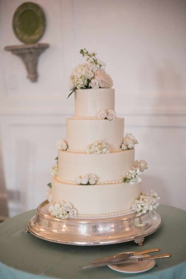 7 White Wedding Cakes that Prove Classic is Best - Fairly Southern