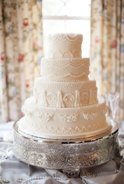 7 White Wedding Cakes that Prove Classic is Best - Wedding Belles Blog