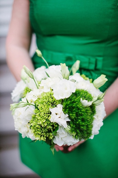 Kelly Green Bridesmaid Dress - Preppy and Classic Kelly Green Wedding - Wedding Belles Blog