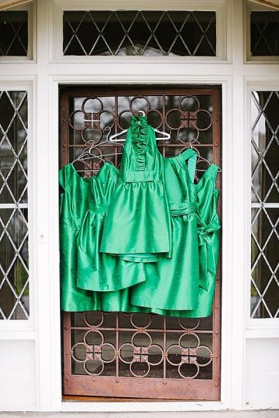 Kelly Green Bridesmaid Dresses - Preppy and Classic Kelly Green Wedding - Wedding Belles Blog