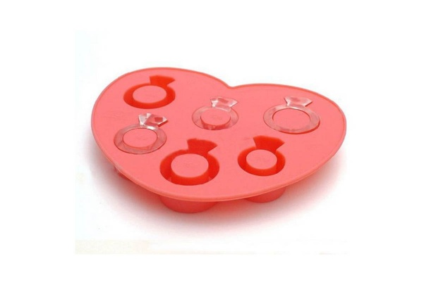 Deal Alert: Engagement Ring Ice Cube Trays for $3.99 - Wedding Belles Blog
