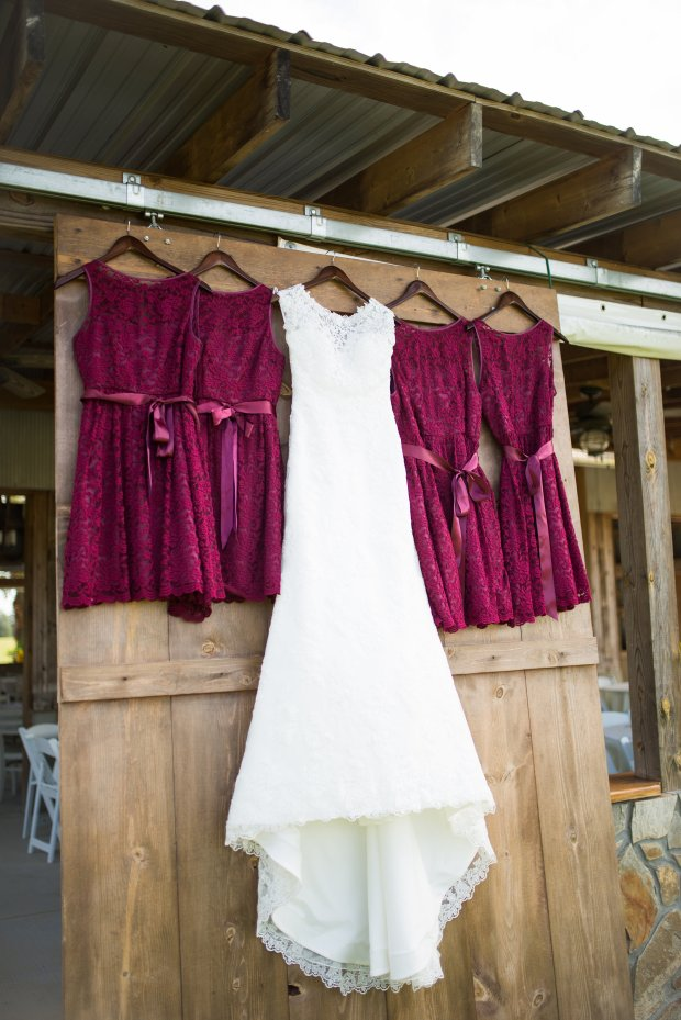 Autumn Wedding with Sunflowers and Burgundy Details | Trés Belle