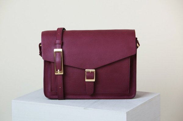 Angela Roi vegan leather cross-body bag on the Just Jess Ethical Fashion Gift Guide | Trés Belle