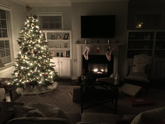 Cozy Christmas living room | Trés Belle